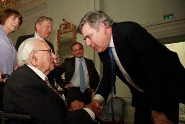 Sir Nicholas Winton con el ex Primer Ministro Gordon Brown